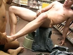 Foot Lover Erik West and Robby Rodriguez Suck Off