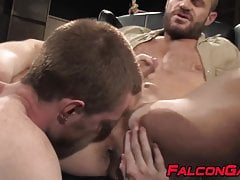 Buff dude anal fucks twink after having his dick sucked